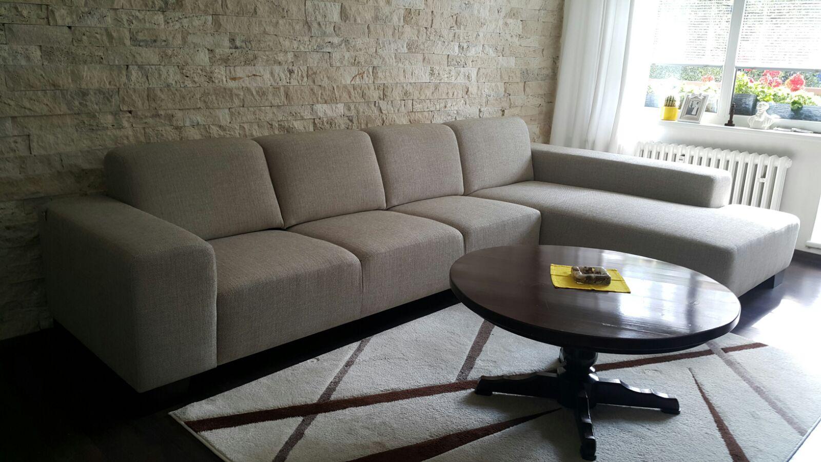 Stále dobre vyzerajúca sedacia súprava. Tomi Otoman v poťahu Kentash, španielská tkaná látka s 5 ročnou zarukou. Rozmer: 345x195cm.