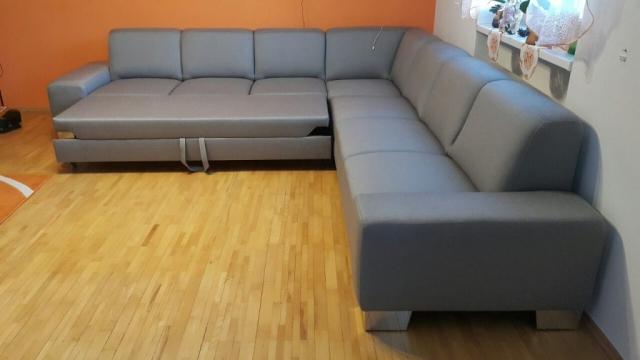 Obrovská sedacia súprava pre veľkú rodinu. Sedacia súprava bola vyrobená aby na jednej strane sedačky bola funkcia rozkladu na 2-ložko a na druhej strane funkcia vysuvu na 1-ložko.Rozmer: 315x330, poťah LIBRA