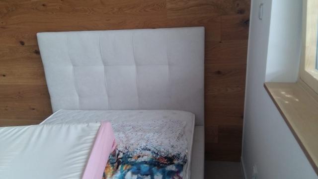 Posteľ Blus do študentskej izby, Posteľ bola vyrábaná na rozmer 120x200cm. Zákazník si môže zvoliť výber poťahového materiálu a taktiež rozmer.