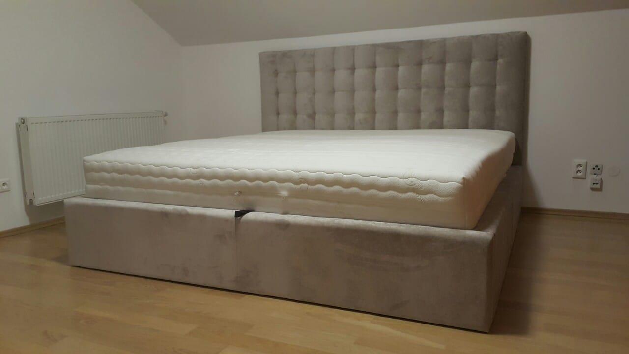 Doprajte si luxus vo svojej spálni, navrhnite si posteľ podˇa svojho vkusu, vyberte si poťah, rozmer, úložný priestor, vysoké čelo...