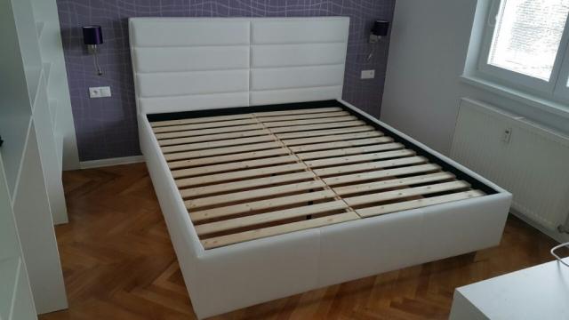 Exluzívna posteľ Double, čelo postele je charakteristické obdĺžnikovými tvarmi,ktoré ponúkajú ďalšiu možnosť riešenia postele.Rozmer ložnej plochy 180x200