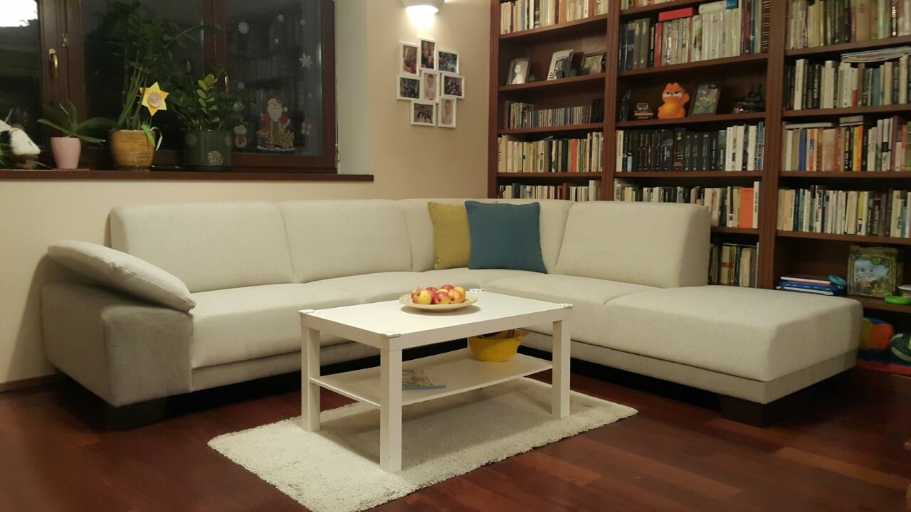 Moderná sedacia súprava TOMI plaza s polohovateľnou podrúčkou, vyrobená v poťahovom materiály Elegance s 5 ročnou zárukou, extra príjemný materiál na dotky. Látka je odolná-deťom. Rozmer: 290x230cm