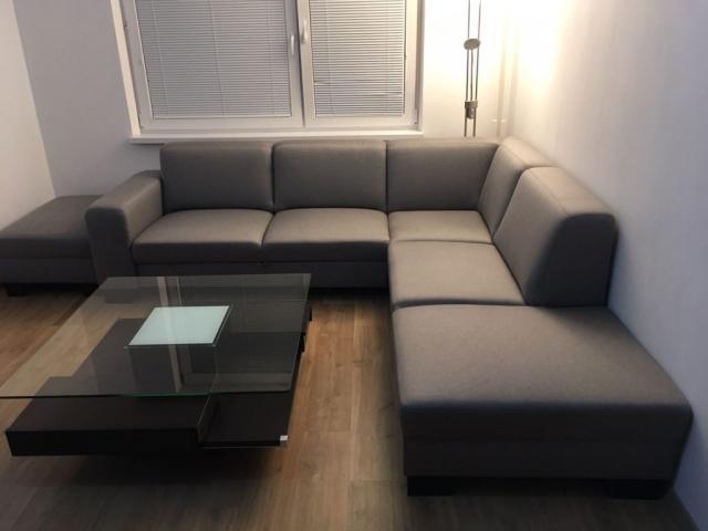 Rozkladacia sedacia súprava na 2 posteľ, sedacia súprava ponúka možnosť komfortného spania až 3 ľudí naraz. Sedačka Lemans Plaza (265x250cm) v poťahu s 5 ročnou zárukou LIBRA.