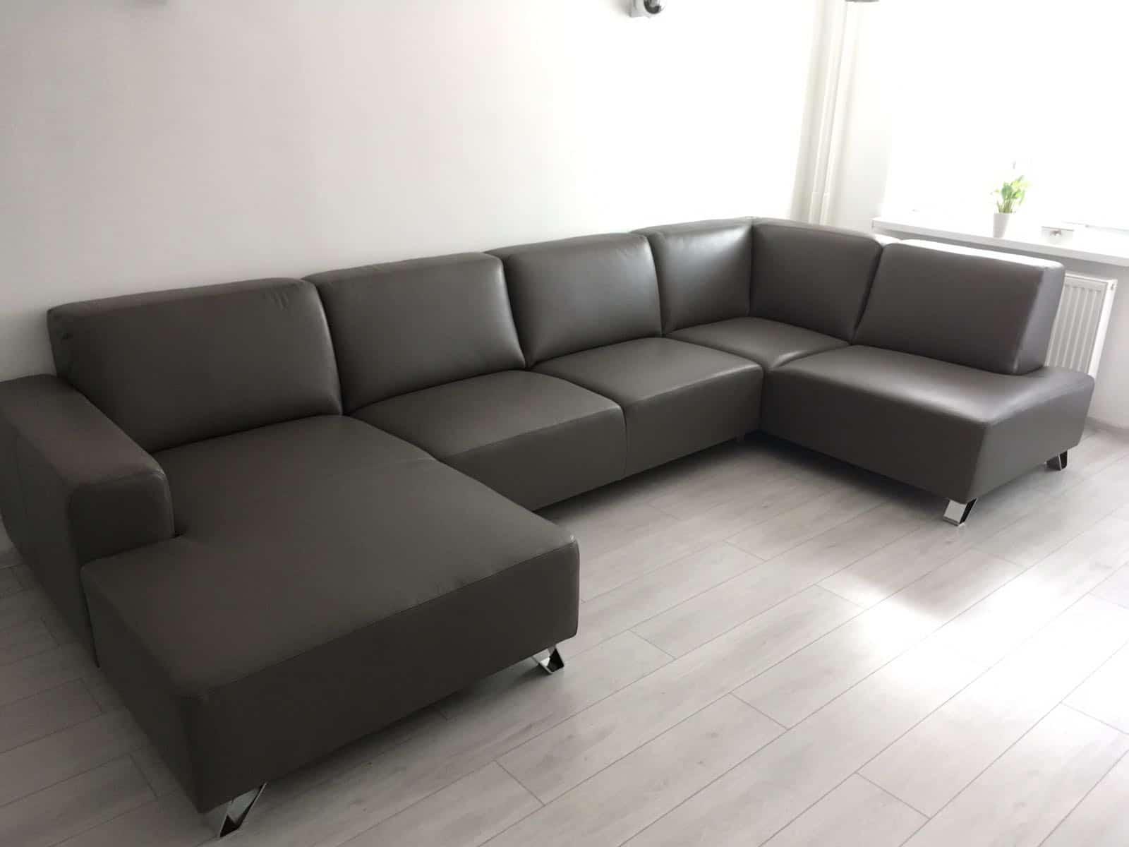 Luxusná sedacia súprava Tomi učko v prevedení Pravej kože Milano, rozmer:(160x355x185cm) s funkciou povysunutia sedáčikov o cca 25cm.