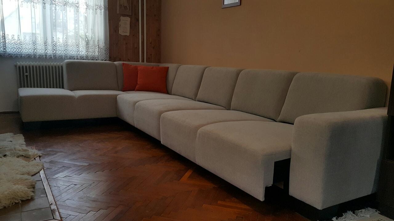 Pohodlná sedacia súprava Tomi Plaza vyrobená na mieru pre zákazníka s funkciou povysunutia sedačikov na oddych. Rozmer: 225x395cm, poťahový materiál Elegance 5 ročná záruka.