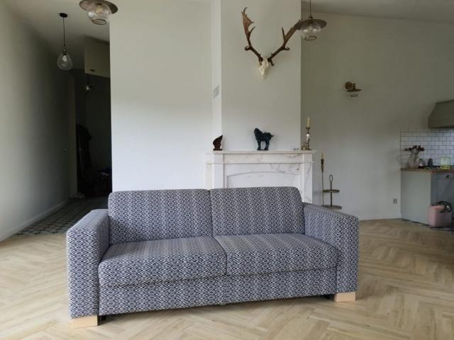 Sedacia súprava Sofa bed(200cm)s rozkladateľným matracom na spanie v dĺžke 200cm a šírke 140cm v dizajnovej látke Luciano.
