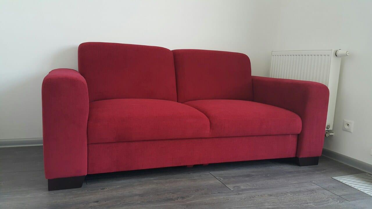 Sedačka s funkciou rozkladu na 2-lôžko do dievčenskej izby, naša zákazníčka si zvolila červenú farbu, poťah Elegance s nešpinivou povrchovou úpravou. Rozmer:180cm