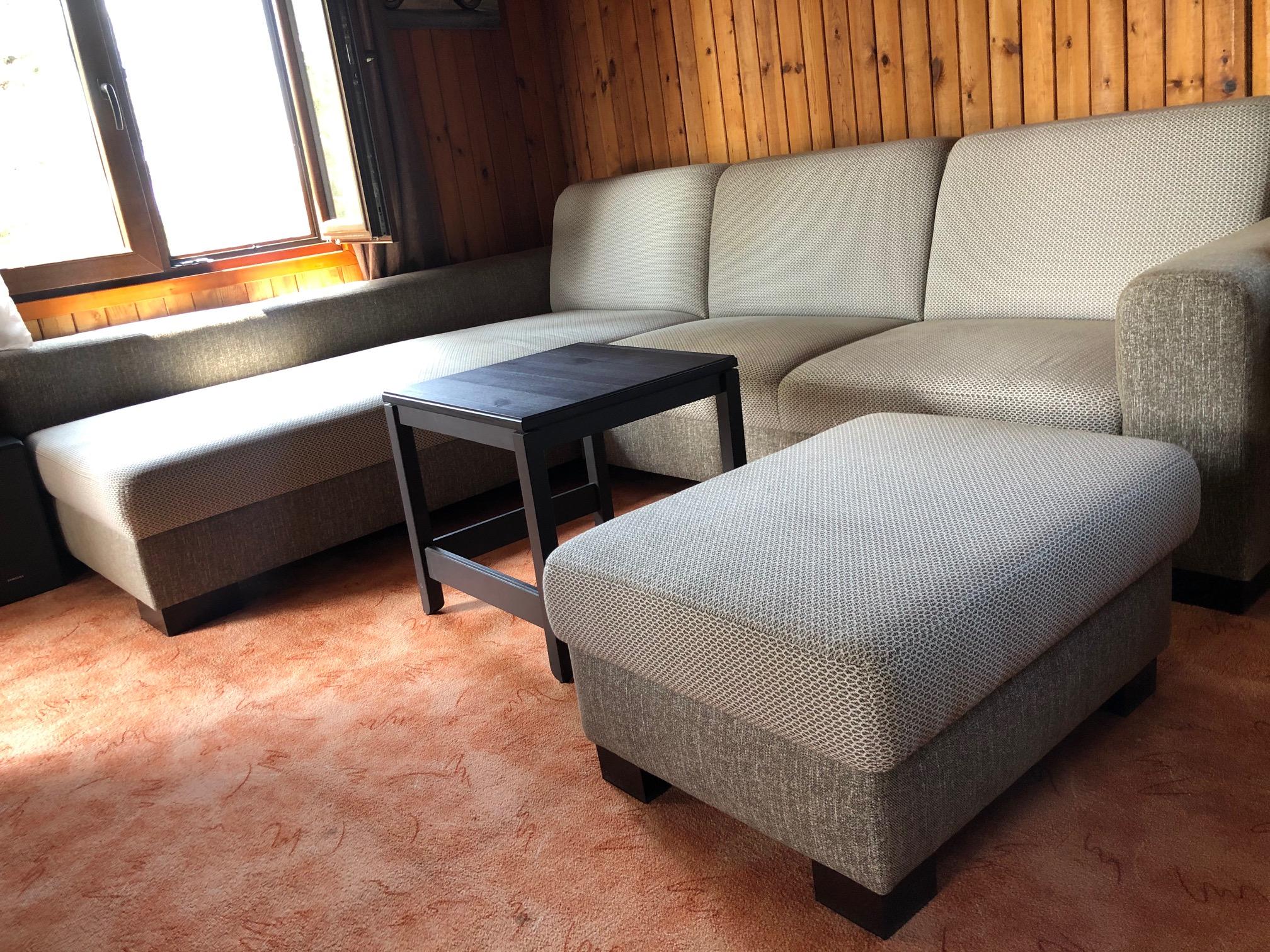 Sedacia súprava Lemans OT (210x270cm) doplnená taburet s úložným priestorom (75x55cm) v kombinácií látok Torrent a Fonteta.