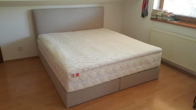 Posteľ Klasik - springbox(180x200cm) bez úložného priestoru doplnený vysokým hotelovým matracom a pamäťovou penou.